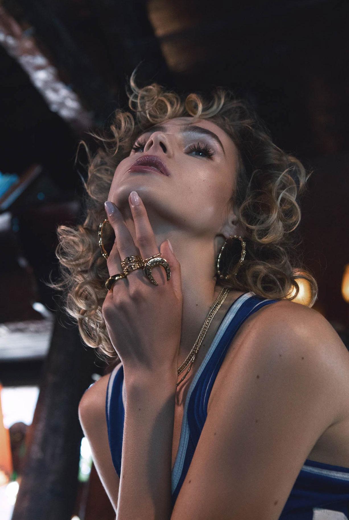 Жужу Иванюк в рекламной кампании одежды и драгоценностей модного бренда Vanessa Mooney / фото 08