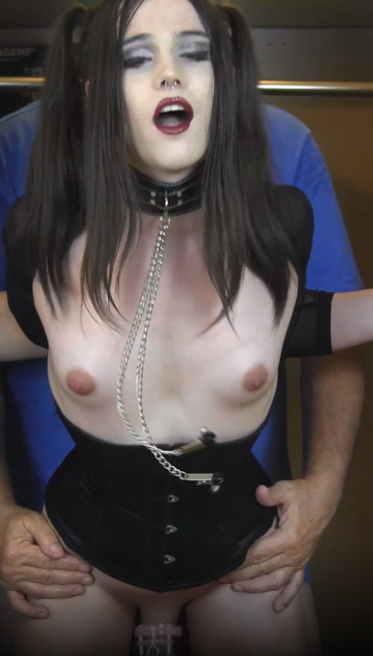 TS Neighbor DOGGIE and BlowJob with Shemale Nyxi Leon 2160p 998,13 Mb