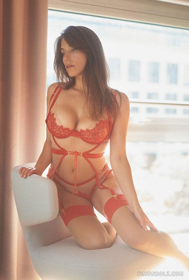 Сильвия в красном кружевном нижнем белье / фото 02