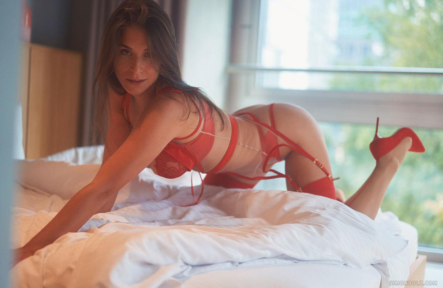 Сильвия в красном кружевном нижнем белье / фото 04