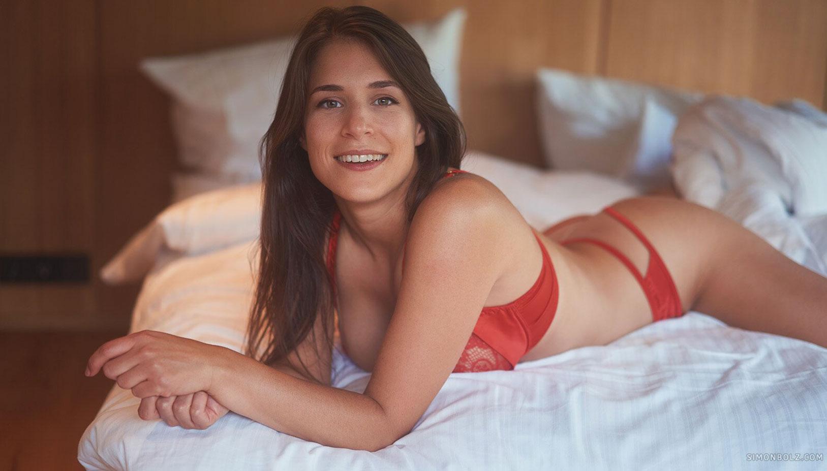 Сильвия в красном кружевном нижнем белье / фото 07
