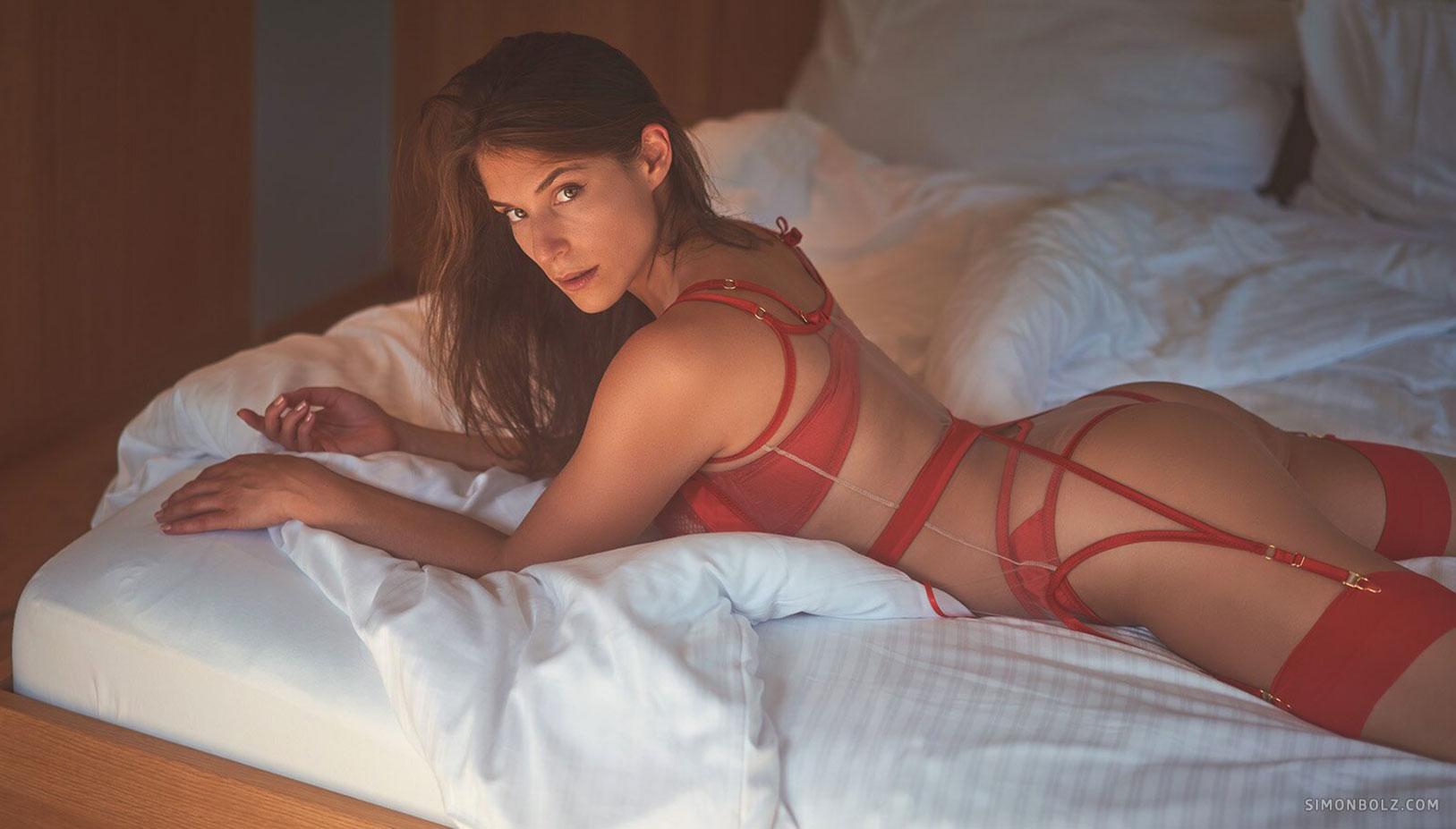 Сильвия в красном кружевном нижнем белье / фото 08