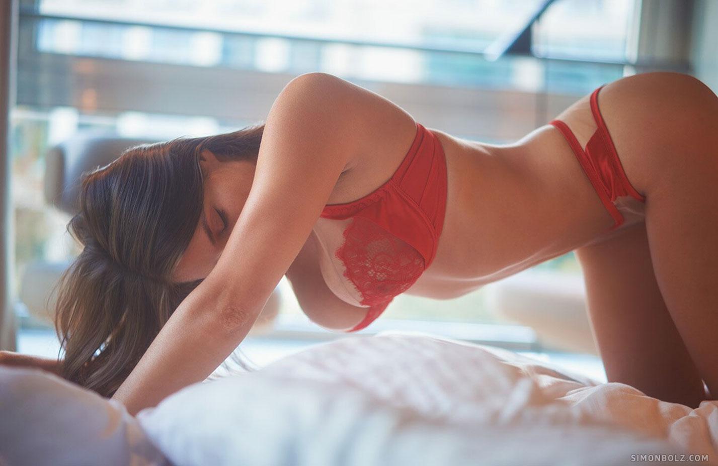Сильвия в красном кружевном нижнем белье / фото 09