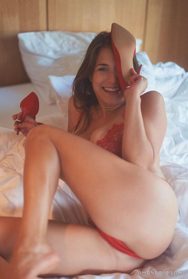 Сильвия в красном кружевном нижнем белье / фото 12