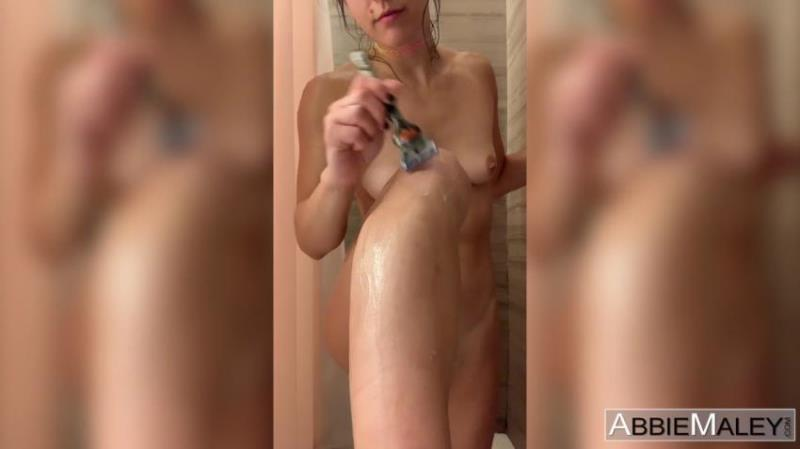 Abbie Maley aka Wednesday Parker - Watch Me Shave My Snatch [FullHD/1080p/878.09 Mb] AbbieMaley.com