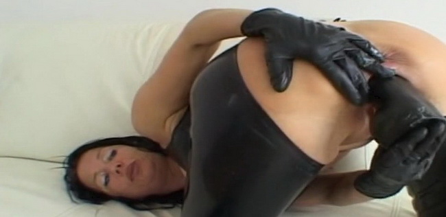 LatexAngel AKA Angelina ~ FK Latex et gants noirs Gros gode vaginal ~ Latexangel ~ HD 720p