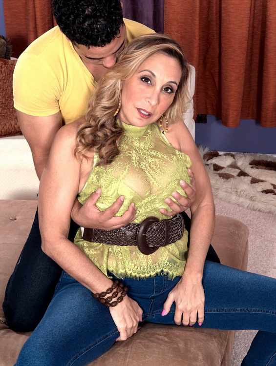 Sophia Jewel - Ass fucked, big titted 43 year olds are a mans best friend [HD 720p]