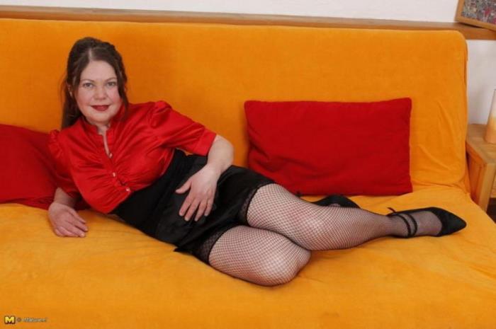 MATURE.NL: mat-bustyhard10 Starring: Isabella