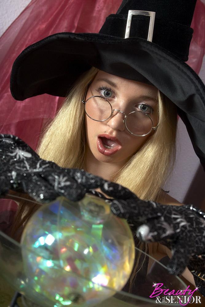 Oldje: Mimi - Fucking the witch [HD 720p] (1.17 GB)