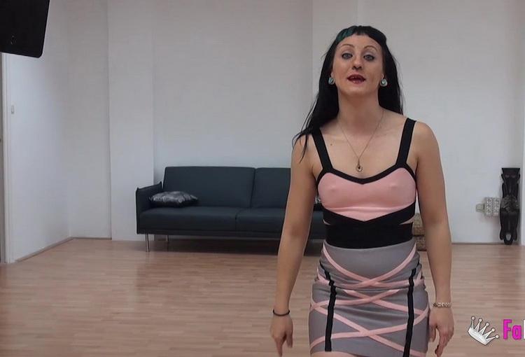 Fakings: Betty Foxxx - Soy Betty, la pornosecretaria de FAKings [HD 720p] (492 MB)