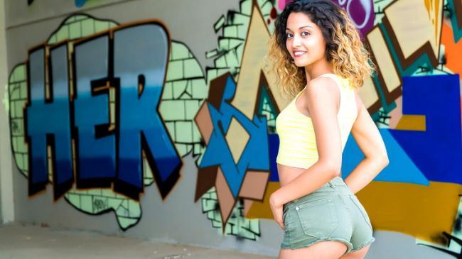 Scarlett D - Teen's Public Debut (2021 ChicasLoca.com PorndoePremium.com) [HD   720p  441.54 Mb]