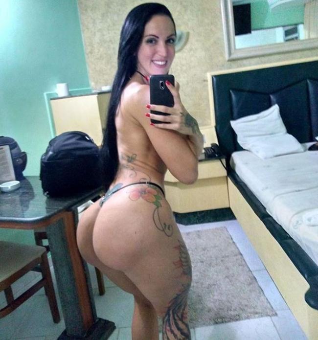 Elisa Sanches - Elisa Sanches nao Dispensa uma Anaconda no Cu (2021 BradMontana.com) [FullHD   1080p  764.66 Mb]