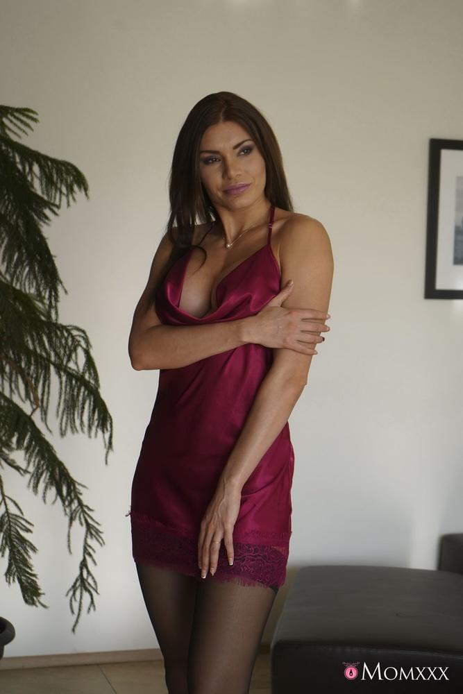 MomXXX/SexyHub: Kitana Lure - Thirsty stepmom needs young love [FullHD 1080p] (Milf)