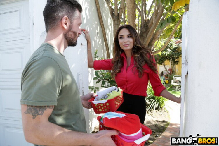 BangBrosClips/BangBros: Anissa Kate - Anally Helping The Neighbor In Need [FullHD 1080p] (1.71 GB)