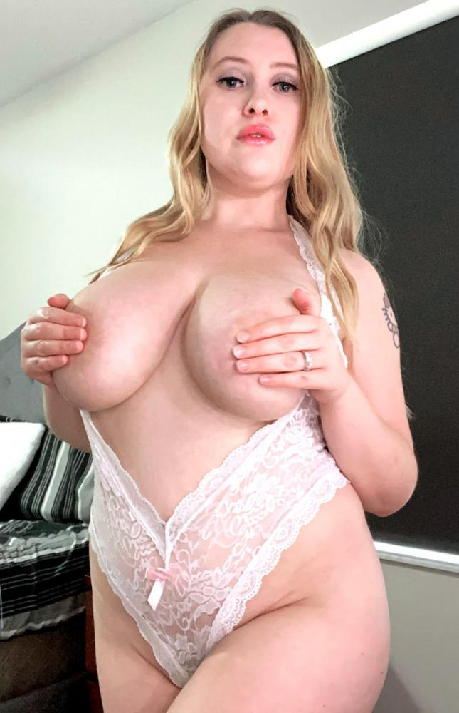 PornMegaLoad.com/ScoreLand.com: Emma Shay - What Happens In Emma Shays Bedroom Doesnt Stay There [FullHD 1080p] (950.4 Mb)