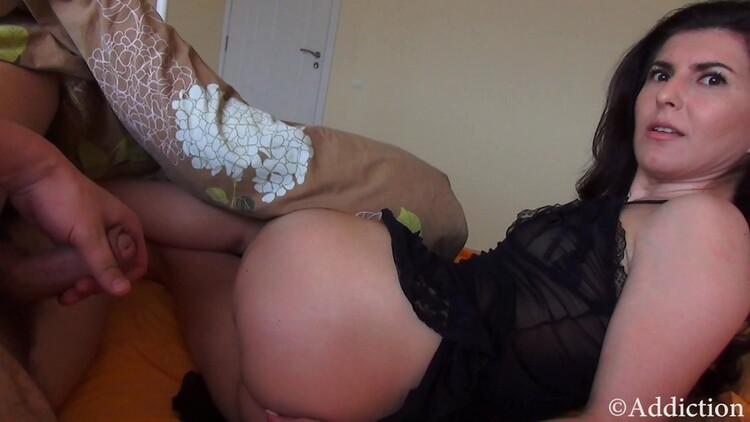 Addiction/Clips4Sale: Unknown - Slepping With Mommy [UltraHD 4K 2160p] (Incest)