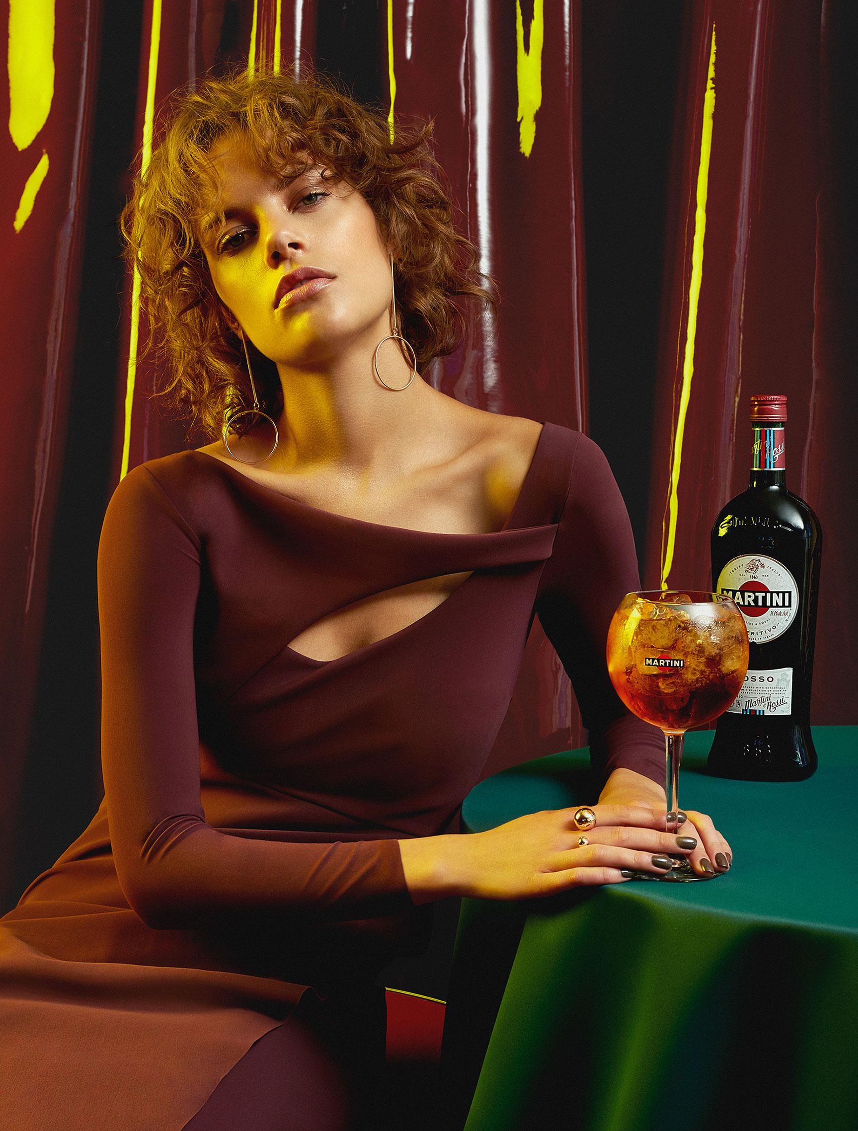Пьем мартини вместе с красивой девушкой / фото 02