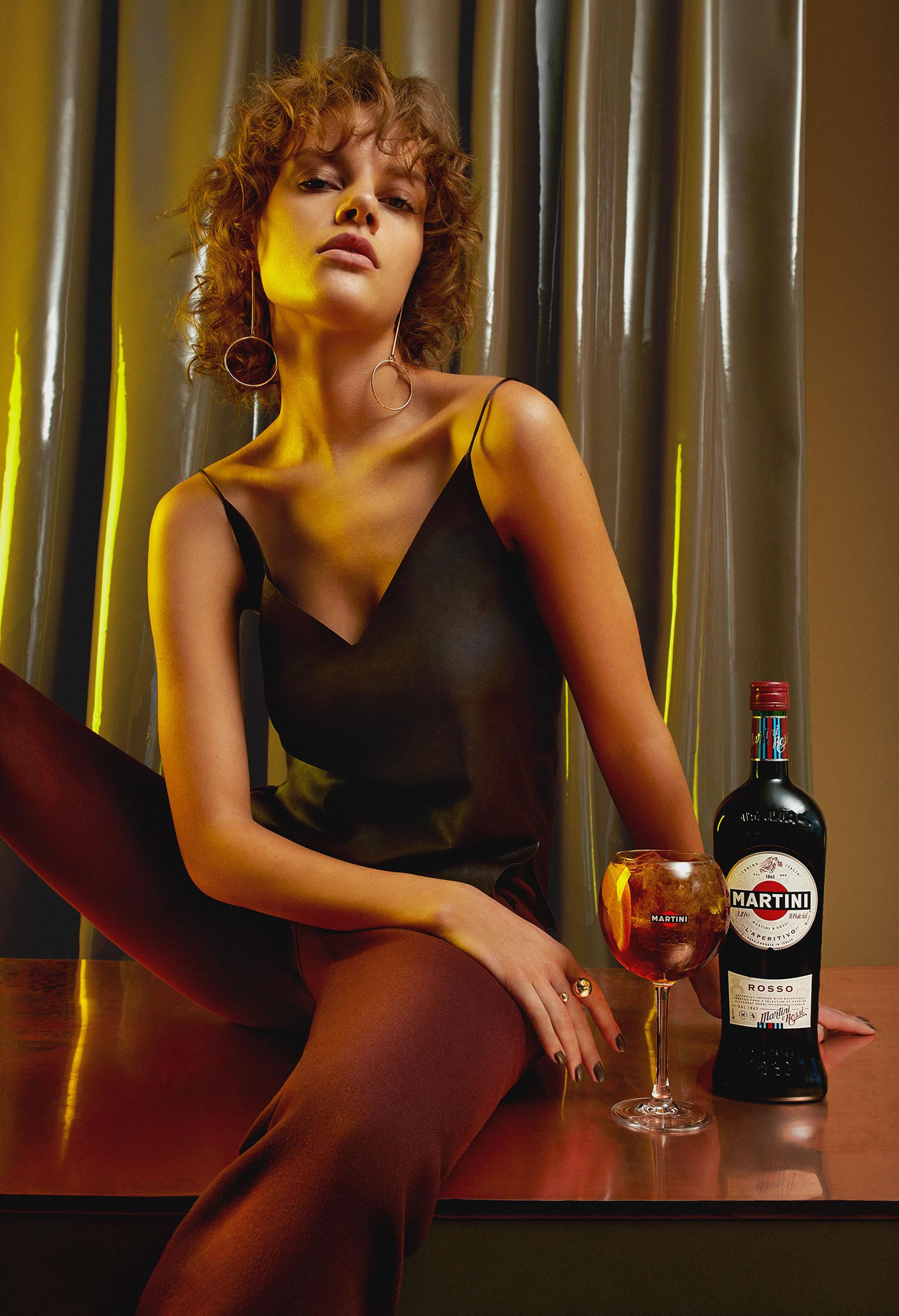 Пьем мартини вместе с красивой девушкой / фото 03