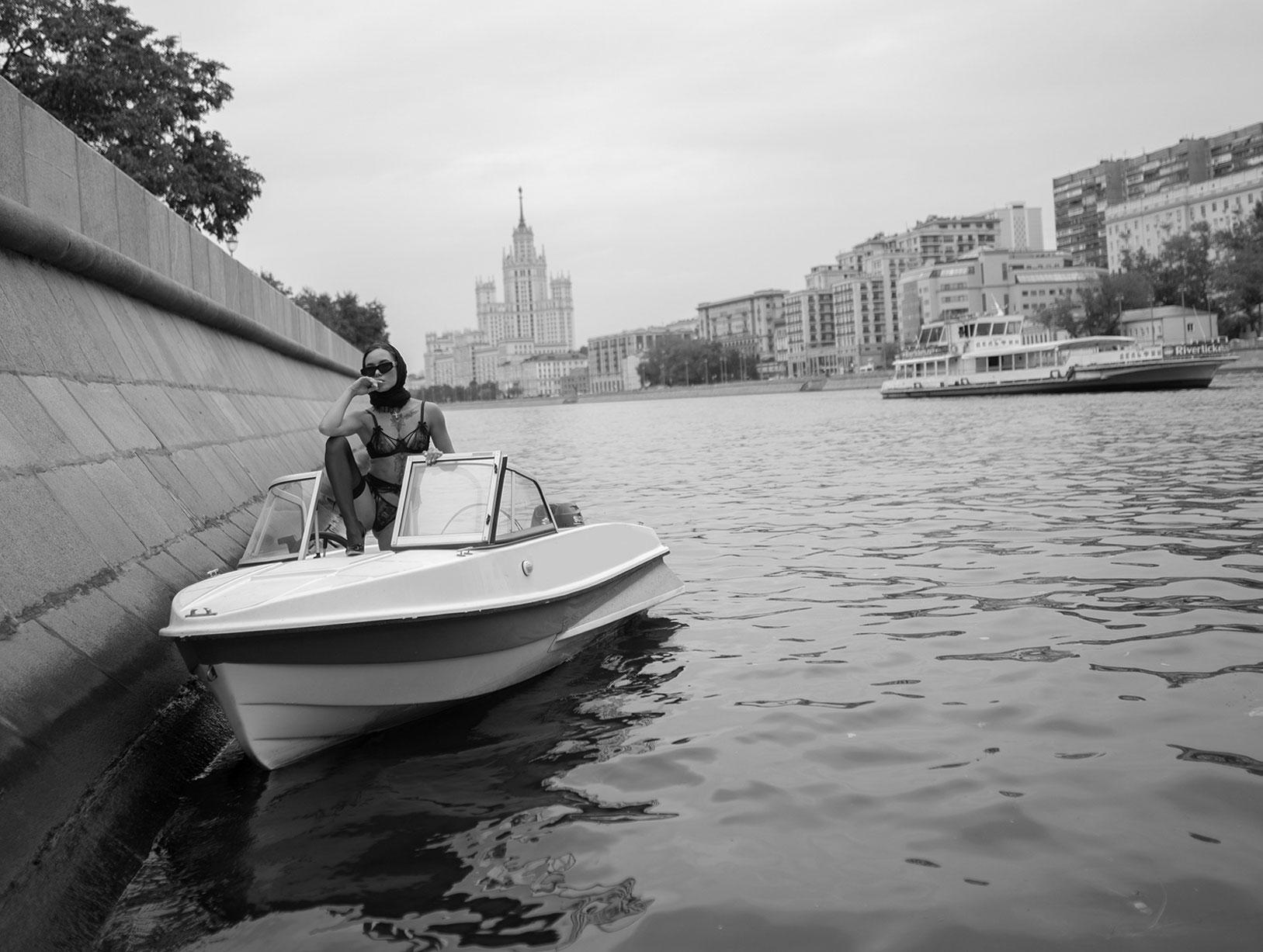 прогулка по Москва-реке с соблазнительной Дашей Ярец / фото 01