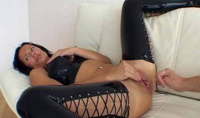 [Latexangel] - LatexAngel AKA Angelina - Anal And Vaginalfisted In Black Latex (2021 / SD 384p)