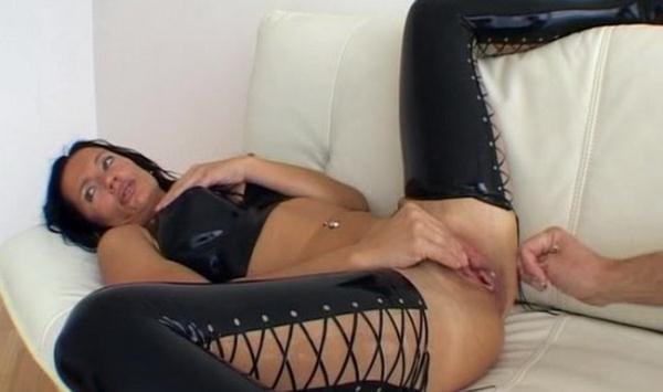 Anal And Vaginalfisted In Black Latex - LatexAngel AKA Angelina [Latexangel] (SD 384p)