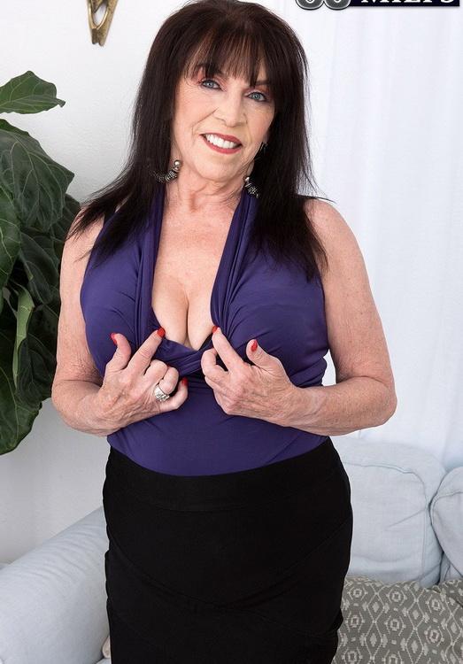 [ScoreHD (PornMegaLoad)/60PlusMilfs] - Christina Starr - Christina's first fuck video (2021 / FullHD 1080p)