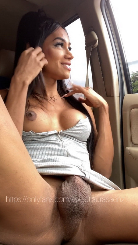 OnlyFans.com: I went out to tank my car naked then I w Starring: Laura Saenz