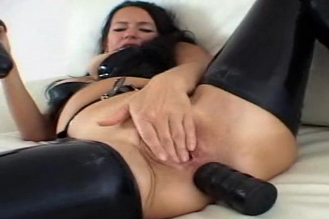 Latexangel: GC Latex noir Godage anal Starring: LatexAngel AKA Angelina